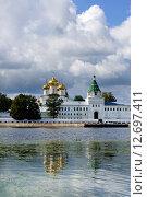Купить «Ипатьевский монастырь в Костроме, летний день», фото № 12697411, снято 18 августа 2014 г. (c) ElenArt / Фотобанк Лори