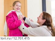 Купить «Woman dressing child», фото № 12701415, снято 9 апреля 2020 г. (c) Яков Филимонов / Фотобанк Лори