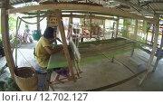 Купить «Пожилая женщина работает на старом бамбуковом ткацком станке, Провинция Лоеи, Таиланд», видеоролик № 12702127, снято 25 июня 2015 г. (c) KEN VOSAR / Фотобанк Лори