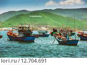 Купить «Рыбацкие лодки у берега, Вьетнам», фото № 12704691, снято 25 ноября 2014 г. (c) Олег Жуков / Фотобанк Лори