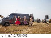 Купить «Выступление агитбригады в поле», эксклюзивное фото № 12736003, снято 8 сентября 2015 г. (c) Иван Карпов / Фотобанк Лори