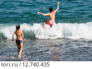 Купить «Девушки входят в море», эксклюзивное фото № 12740435, снято 21 сентября 2015 г. (c) Александр Щепин / Фотобанк Лори