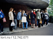 Купить «Berlin, DDR, women waiting outside a public toilet», фото № 12742071, снято 9 июня 1984 г. (c) Caro Photoagency / Фотобанк Лори