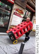 Купить «Madrid, Spain, Getraenkelieferant», фото № 12742931, снято 8 сентября 2014 г. (c) Caro Photoagency / Фотобанк Лори