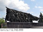 Купить «Мемориал в честь Победы в городе Ульяновск», эксклюзивное фото № 12743999, снято 8 июля 2015 г. (c) Иван Мацкевич / Фотобанк Лори