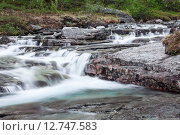 Купить «Горный ручей среди камней, талая вода стекает с гор. Хибины», фото № 12747583, снято 17 июля 2015 г. (c) Кекяляйнен Андрей / Фотобанк Лори