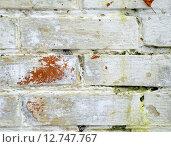 Старинная кладка из красного кирпича, покрашенного в белый цвет, потрескавшаяся краска, текстура, фон. Стоковое фото, фотограф Олеся Мороховец / Фотобанк Лори