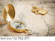 Компас на старой карте. Стоковое фото, фотограф Юрий Прокопьев / Фотобанк Лори
