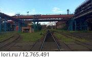 Купить «Railroad are on metallurgical plant, nobody. Russia», видеоролик № 12765491, снято 12 сентября 2015 г. (c) Кекяляйнен Андрей / Фотобанк Лори