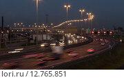 Кольцевая автомобильная дорога в Санкт-Петербурге в вечернее время, включение освещения, таймлапс (2015 год). Стоковое видео, видеограф Кекяляйнен Андрей / Фотобанк Лори