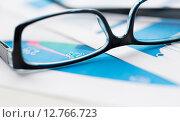 Купить «close up of eyeglasses and files on office table», фото № 12766723, снято 30 июля 2015 г. (c) Syda Productions / Фотобанк Лори