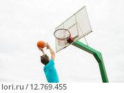 Купить «young man playing basketball outdoors», фото № 12769455, снято 10 августа 2014 г. (c) Syda Productions / Фотобанк Лори