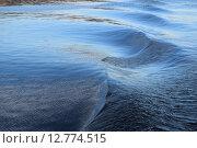 Волны на воде как след от движения теплохода. Стоковое фото, фотограф Николай Новиков / Фотобанк Лори
