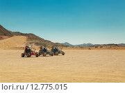 Купить «Три багги в пустыне», фото № 12775015, снято 16 сентября 2014 г. (c) Сосенушкин Дмитрий Александрович / Фотобанк Лори