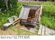 Купить «Деревенский колодец с открытой дверцей и ведрами с водой в летний солнечный день», фото № 12777835, снято 23 мая 2019 г. (c) FotograFF / Фотобанк Лори