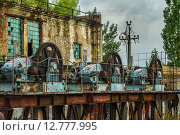 Купить «Старый механизм блокировки на заброшенной плотине», фото № 12777995, снято 10 сентября 2015 г. (c) Олег Жуков / Фотобанк Лори