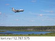 Купить «Грузовой самолет летит на малой высоте», фото № 12787575, снято 18 июня 2015 г. (c) Игорь Долгов / Фотобанк Лори