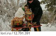 Купить «Русский пикник зимой», видеоролик № 12791391, снято 1 июля 2015 г. (c) Tatiana Kravchenko / Фотобанк Лори