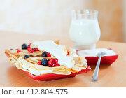 Купить «tasty sweet pancakes with berries and dairy», фото № 12804575, снято 8 декабря 2012 г. (c) Яков Филимонов / Фотобанк Лори