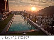 Рассвет на крыше здания с бассейном. Стоковое фото, фотограф Anya Stogova / Фотобанк Лори