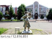 Купить «Скульптура человека с рогом трубой на фоне еврейской общины фрейд», фото № 12816851, снято 12 июля 2014 г. (c) Незнаев Павел Александрович / Фотобанк Лори