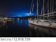 Молния рядом с яхтами (2015 год). Стоковое фото, фотограф Андрей Снопков / Фотобанк Лори