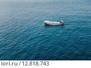 Рыбак на лодке (2015 год). Редакционное фото, фотограф Андрей Снопков / Фотобанк Лори