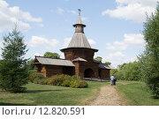 Надвратная башня Николо-Корельского монастыря (Северодвинск), перевезённая в 1932 году в Коломенское (Москва) (2015 год). Редакционное фото, фотограф Светлана Шимкович / Фотобанк Лори