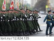 Купить «Курсанты военного училища на площади Павших Борцов в Волгограде 9 мая 2015 года», эксклюзивное фото № 12824135, снято 9 мая 2015 г. (c) Дмитрий Неумоин / Фотобанк Лори
