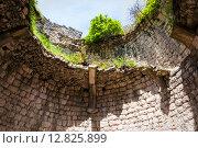 Купить «Разрушенные стены Анакопийской крепости на Иберийской горе», фото № 12825899, снято 3 мая 2015 г. (c) Михаил Кочиев / Фотобанк Лори