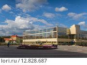 Дворец спорта Сибиряк в г. Нефтеюганске (2015 год). Редакционное фото, фотограф Андрей Жвакин / Фотобанк Лори