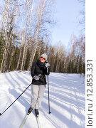 Купить «Женщина в солнцезащитных очках на лыжах в зимнем лесу», фото № 12853331, снято 1 марта 2015 г. (c) Евгений Ткачёв / Фотобанк Лори