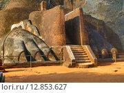 Купить «Фрагмент крепости Сигирия Lion Rock, Шри Ланка», фото № 12853627, снято 20 марта 2015 г. (c) Михаил Коханчиков / Фотобанк Лори