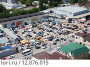 Купить «Парковка недалеко от жд-вокзала, Ростов-на-Дону», фото № 12876015, снято 14 июня 2015 г. (c) Юрий Губин / Фотобанк Лори
