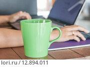 Купить «Coffee mug in coffee shop», фото № 12894011, снято 16 сентября 2019 г. (c) PantherMedia / Фотобанк Лори