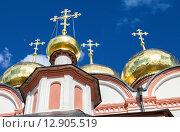 Купить «Золотые купола православного храма на фоне синего неба», фото № 12905519, снято 14 ноября 2019 г. (c) FotograFF / Фотобанк Лори