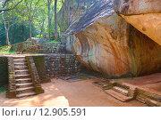 Купить «Лестница в замке Льва. Сигирия. Шри-Ланка», фото № 12905591, снято 20 марта 2015 г. (c) Михаил Коханчиков / Фотобанк Лори