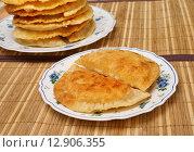 Купить «Чебуреки на тарелке», эксклюзивное фото № 12906355, снято 16 октября 2014 г. (c) Dmitry29 / Фотобанк Лори