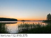 Купить «Озеро Селигер при рассветном солнце», эксклюзивное фото № 12910375, снято 29 июня 2015 г. (c) Игорь Низов / Фотобанк Лори