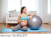 Купить «happy pregnant woman with fitball at home», фото № 12912271, снято 10 февраля 2015 г. (c) Syda Productions / Фотобанк Лори