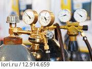 Купить «welding acetylene gas cylinder tank with gauge», фото № 12914659, снято 8 апреля 2014 г. (c) Дмитрий Калиновский / Фотобанк Лори