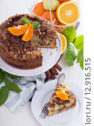 Купить «Кофейный пирог с апельсинами, орехами и шоколадной крошкой», фото № 12916515, снято 15 сентября 2014 г. (c) Елена Веселова / Фотобанк Лори