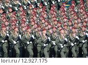 Купить «Бойцы десантники в парадном строю поют песню», фото № 12927175, снято 9 мая 2015 г. (c) Овчинникова Ирина / Фотобанк Лори