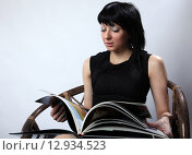 Купить «Просмотр книги», фото № 12934523, снято 17 августа 2015 г. (c) Федюнин Александр / Фотобанк Лори
