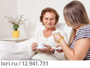 Купить «Carer having a cup of tea with an elderly woman», фото № 12941731, снято 14 декабря 2019 г. (c) PantherMedia / Фотобанк Лори