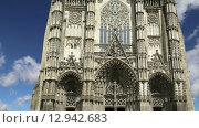 Готический собор Святого Гатьена (построен между 1170 и 1547), Тур, Франция (2015 год). Стоковое видео, видеограф Владимир Журавлев / Фотобанк Лори