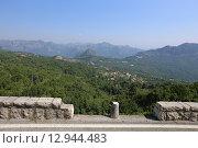 Купить «Ограждение на горной дороге Черногории», эксклюзивное фото № 12944483, снято 16 июля 2015 г. (c) Алексей Гусев / Фотобанк Лори