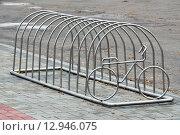 Купить «Велопарковка», фото № 12946075, снято 21 января 2014 г. (c) Сергей Трофименко / Фотобанк Лори