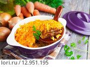 Купить «Запеченная рыба с овощами в керамическом горшке на столе», фото № 12951195, снято 23 октября 2015 г. (c) Надежда Мишкова / Фотобанк Лори