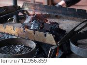 Угли для барбекю на природе. Стоковое фото, фотограф Юрий Волобуев / Фотобанк Лори
